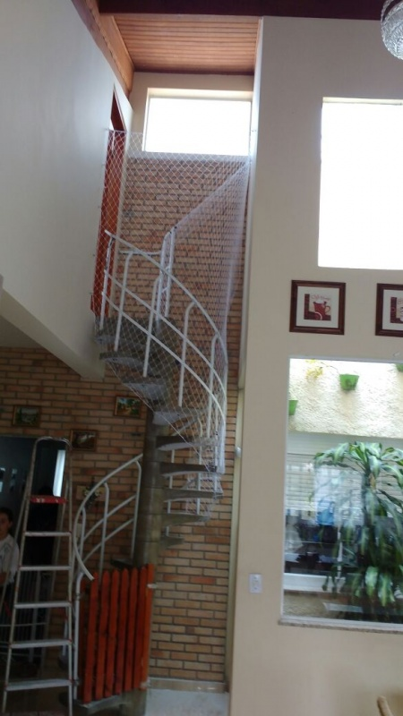 Rede de Proteçãocruzada na Vila Ré - Rede Protetora para Escada