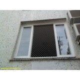 Como colocar redes de proteção para janelas no Sítio dos Vianas